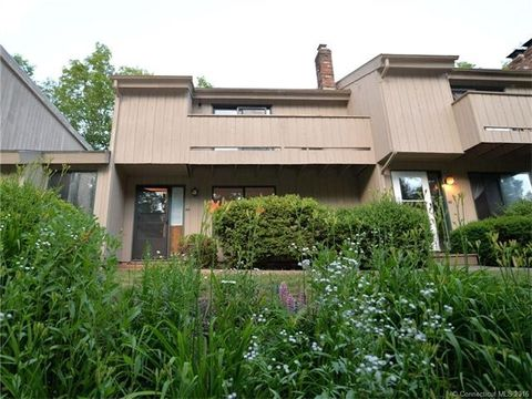 44 Mohawk Trl, Guilford, CT 06437