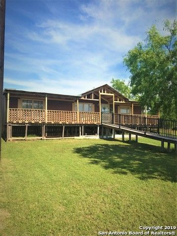 Photo of 3193 County Road 107, Floresville, TX 78114