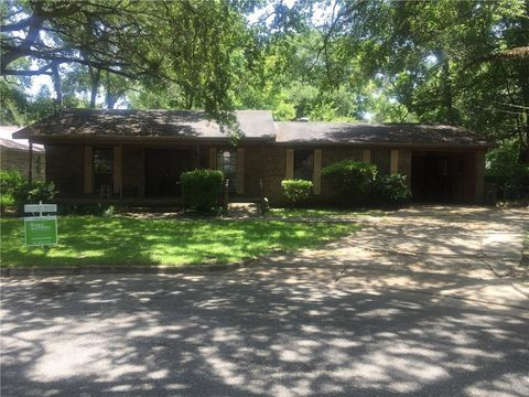 2000 Belle Rose Dr, Mobile, AL 36617