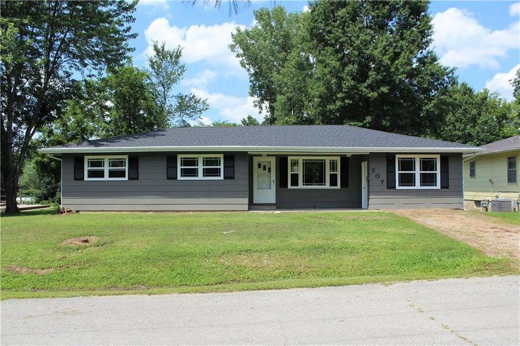 307 Ridge St Sweet Springs, MO 65351