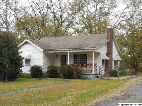 12 Pine St, Falkville, AL 35622