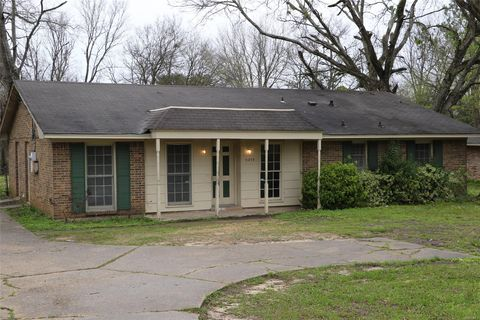 Photo of 3219 Mc Gehee Rd, Montgomery, AL 36111