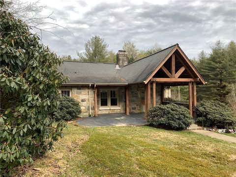 Photo of 472 Rivers Edge Dr, Boone, NC 28607