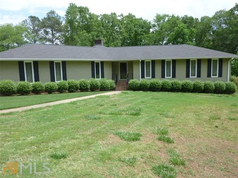 286 Golfview Dr, Hartwell, GA 30643