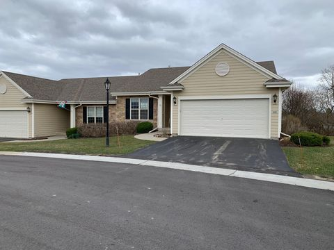 Photo of 449 Woodfield Cir, Waterford, WI 53185