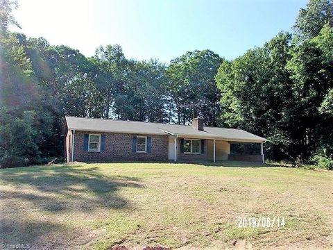 Photo of 6590 Pegram Farm Rd, Lewisville, NC 27023