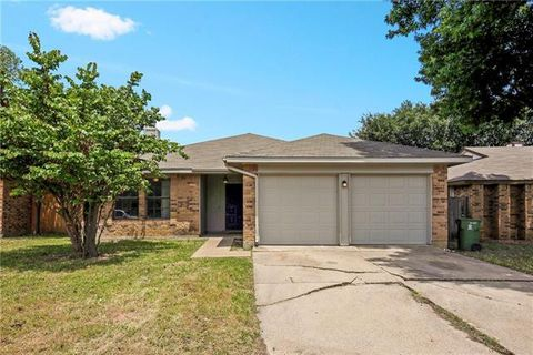 Photo of 305 Valley Spring Dr, Arlington, TX 76018