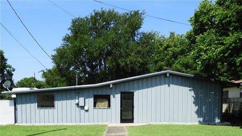 1609 Laurel St, Taylor, TX 76574