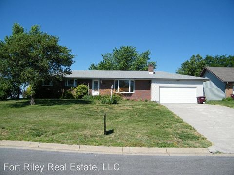 Photo of 1025 Lakeview St, Milford, KS 66514