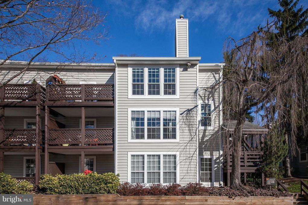 10180 Oakton Terrace Rd Unit 10180 Oakton, VA 22124