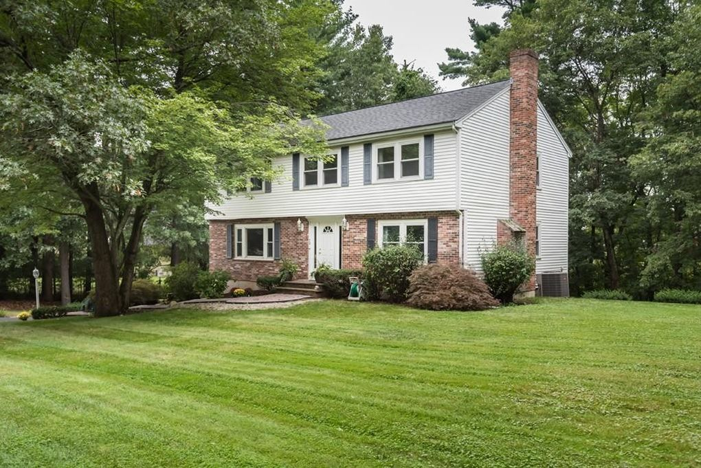 70 Candlestick Rd, North Andover, MA 01845
