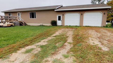 Photo of 133 Ottowa St N, Iroquois, SD 57353