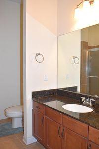 221 Stetson St, Cincinnati, OH 45219 - Bathroom