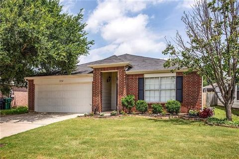 Photo of 1116 Wintercreek Dr, Denton, TX 76210