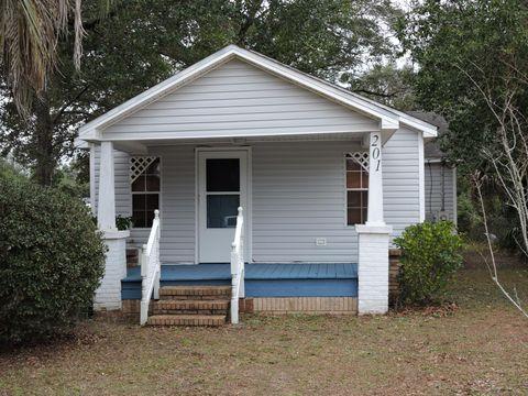 Photo of 201 Dixie St, Crestview, FL 32536