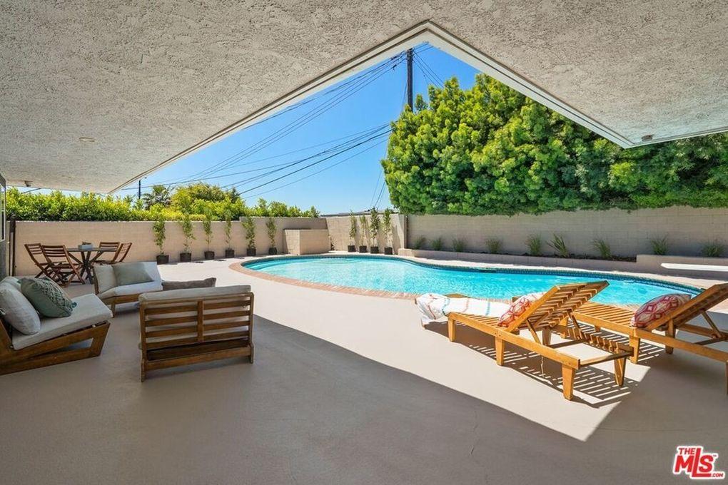 6711 S Sherbourne Dr Los Angeles, CA 90056