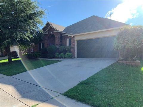 Photo of 8116 Ross Lake Dr, Fort Worth, TX 76137