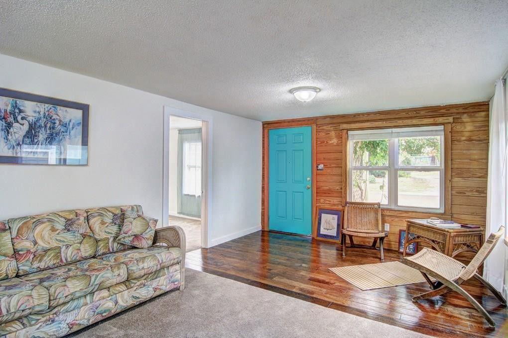 227 E Roberts Ave, Port Aransas, TX 78373