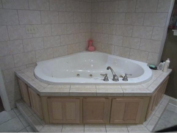 128 glendora dr kingsport tn 37663 bathroom