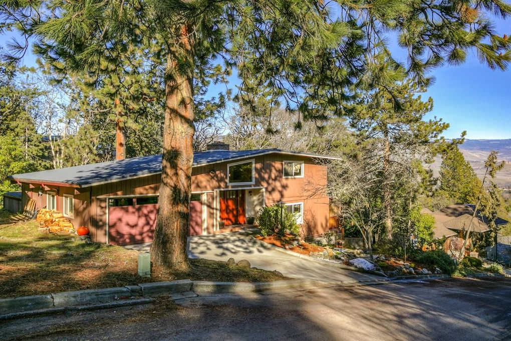 1465 Pinecrest Ter, Ashland, OR 97520