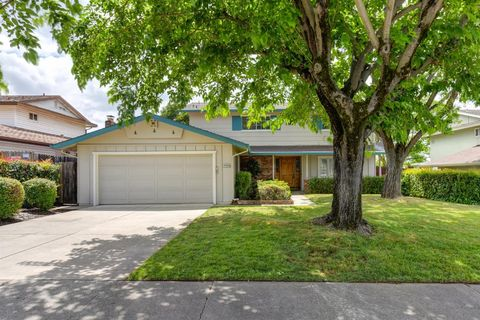 Photo of 6744 Will Rogers Dr, Fair Oaks, CA 95628