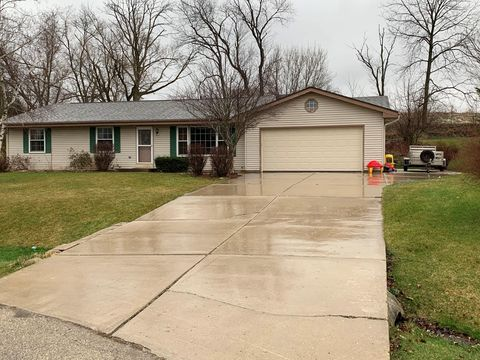 Photo of 31005 Lake Pointe Ct, Waterford, WI 53185