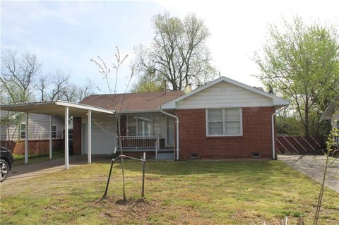 Photo of 933 N Berry Rd, Norman, OK 73069