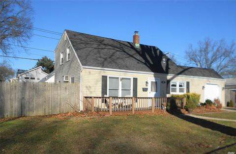 163 Periwinkle Rd, Levittown, NY 11756