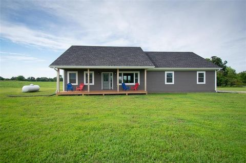 Photo of 822 Ne County Road 15094 Rd, Adrian, MO 64720