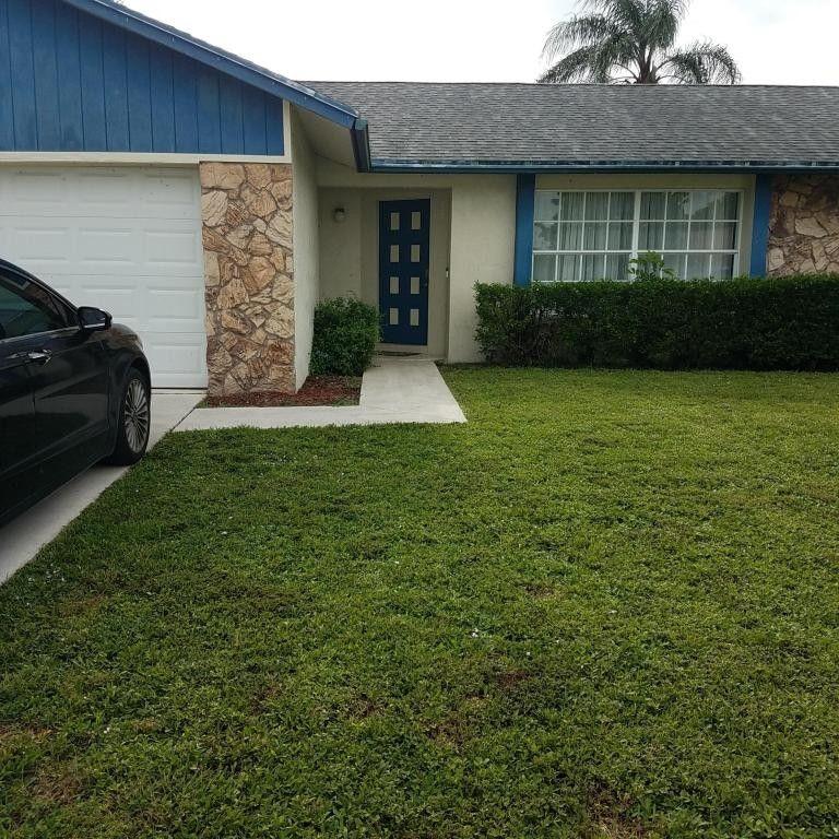1384 Thornbank Ln Royal Palm Beach, FL 33411