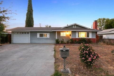 1728 W Sunnyside Ave, Visalia, CA 93277