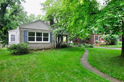 Photo of 25 W College Ave, Brownsburg, IN 46112