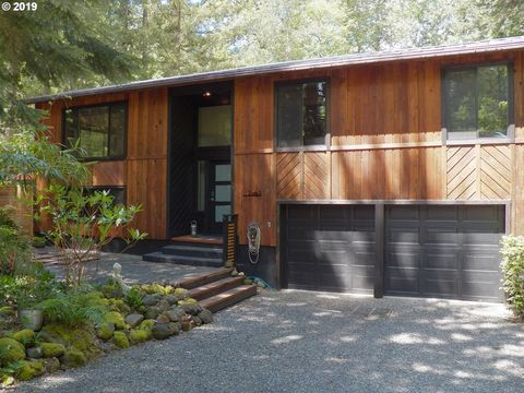 Photo of 21463 E Meadow Crest Dr, Rhododendron, OR 97049