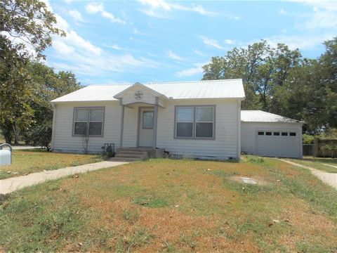 Photo of 206 E South St, Weimar, TX 78962