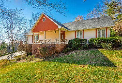 Photo of 422 Fort Trace Rd, Lookout Mountain, GA 30750