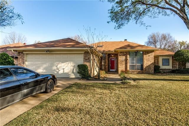 2302 Christopher Ln Euless, TX 76040