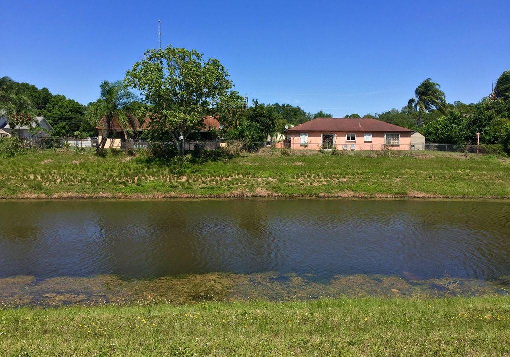 1006 SW College Park Rd Port Saint Lucie, FL 34953