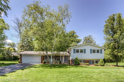 Photo of 7358 Cathedral Dr, Bloomfield Township, MI 48301
