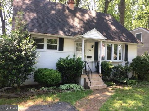Photo of 724 Beall Ave, Rockville, MD 20850