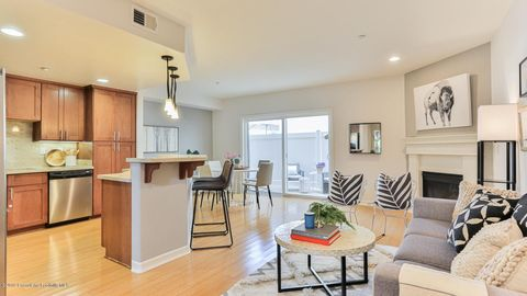 Photo of 10803 Hesby St Unit 104, North Hollywood, CA 91601