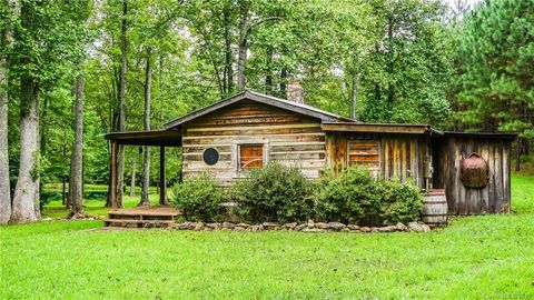 Photo of 8868 Will Hudson Rd, Connelly Springs, NC 28612