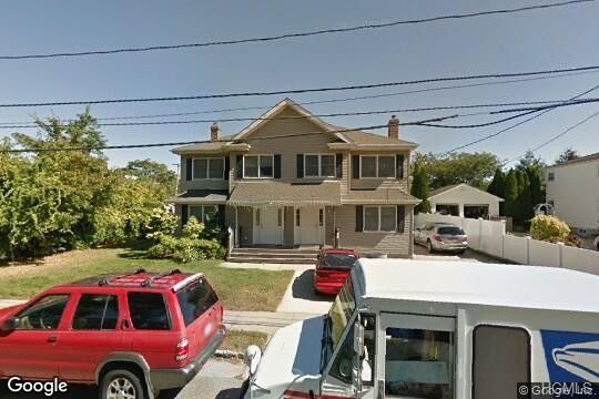 123 Armstrong Rd, New Hyde Park, NY 11040