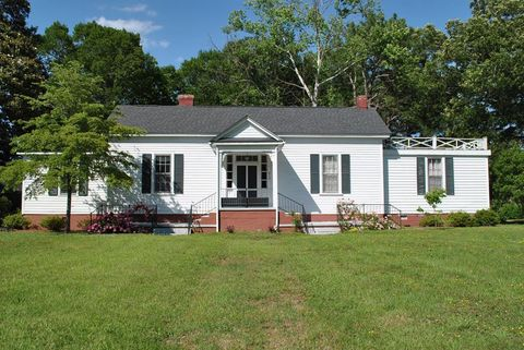 Photo of 310 W Burnette Ave, Enfield, NC 27823