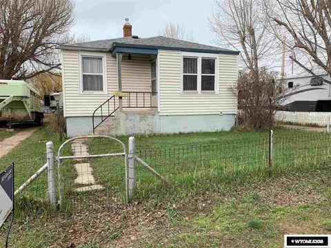 Photo of 319 Maple St, Medicine Bow, WY 82329