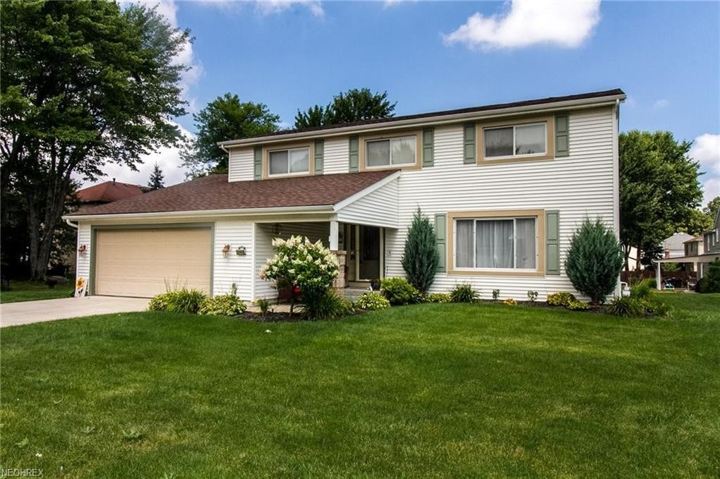 16562 Timberline Dr, Strongsville, OH 44136