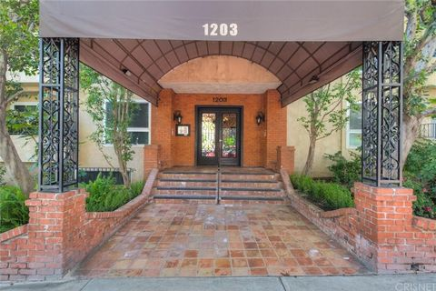 Photo of 1203 N Sweetzer Ave Apt 211, West Hollywood, CA 90069