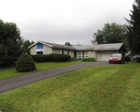4593 Darby St, Center Valley, PA 18034
