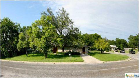 Photo of 11 Hillcrest Dr, Lampasas, TX 76550