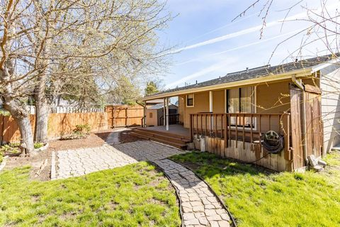 eb00f58eafe Homes For Sale near Hoover Elementary School - Medford, OR Real ...