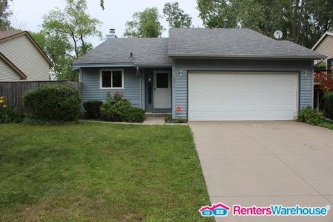 Photo of 1371 Viewcrest Rd, Shoreview, MN 55126